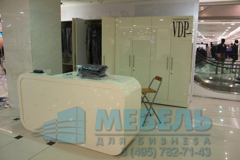 56654d177401f Купить кассовый стол для магазина одежды